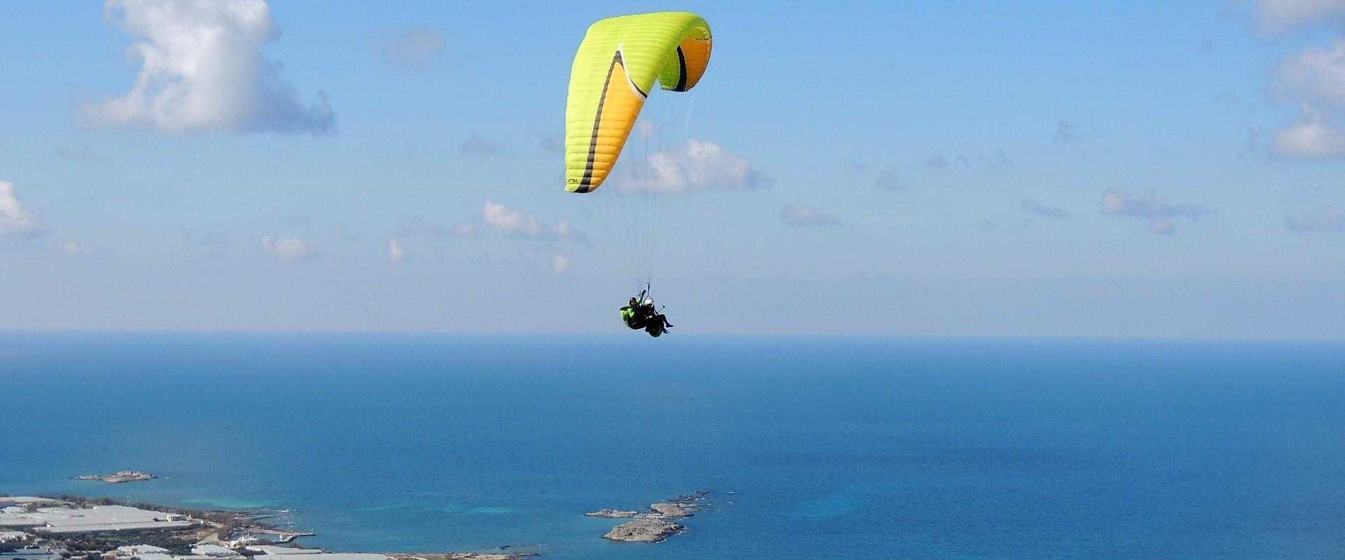 Πτήσεις με αλεξίπτωτο πλαγιάς στην Κρήτη
