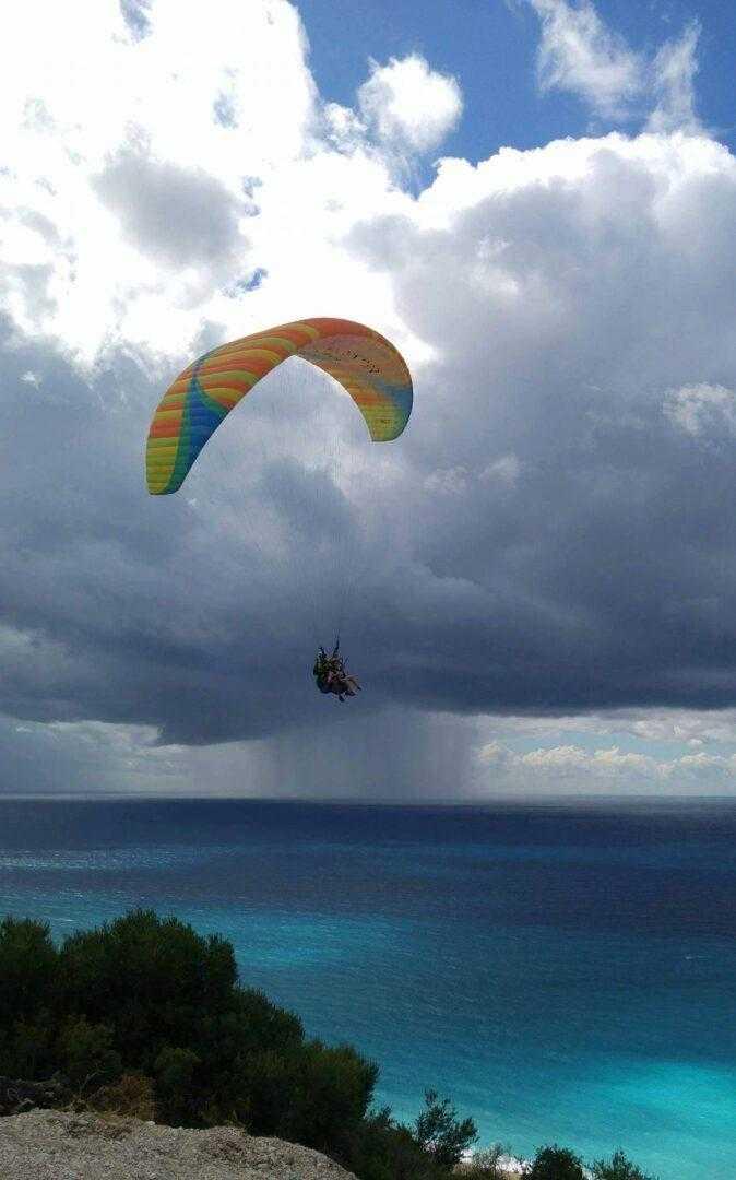 Πτήση Paragliding έξω από την Αθήνα