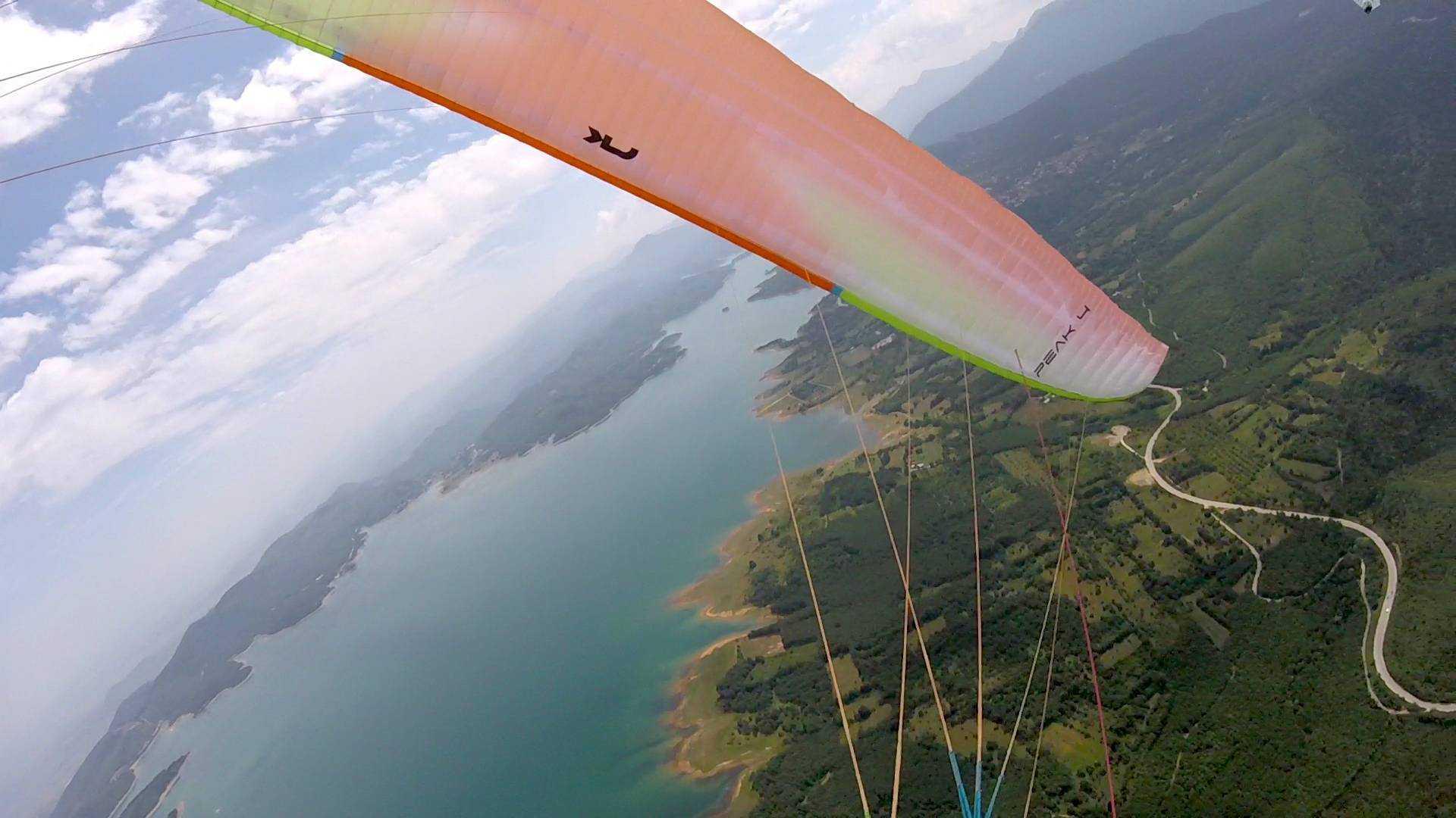 Διθέσια πτήση με αλεξίπτωτο πλαγιάς στην λίμνη Πλαστήρα