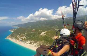 Πτήση tandem paragliding πάνω από το Κάθισμα Λευκάδος